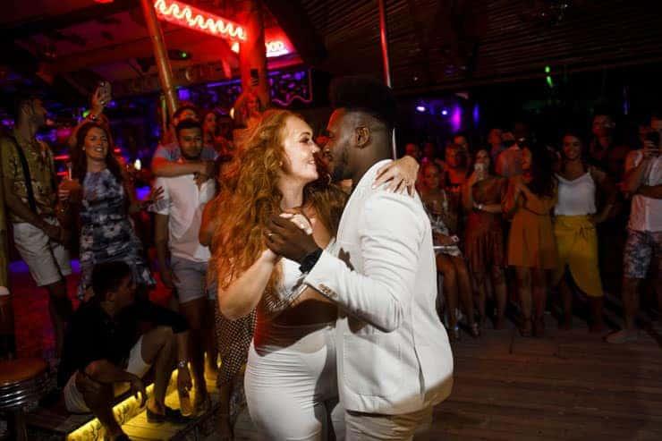 Fethiye Help Beach Wedding Photography - cake cutting