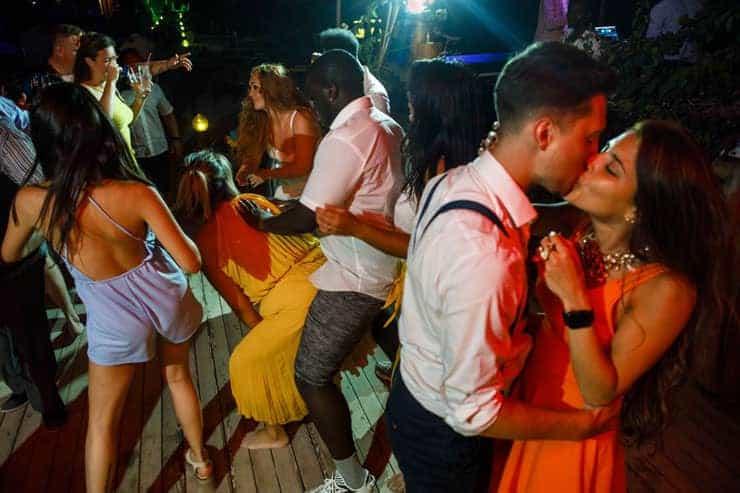 Fethiye Help Beach Wedding Photos - kiss