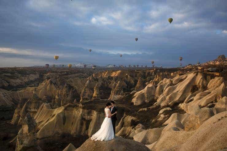 bridal poses in cappadocia