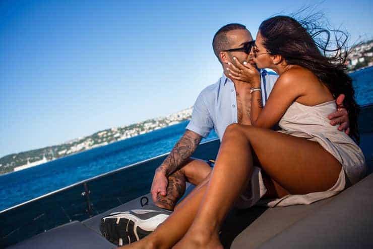 Bogaz'da Teknede Evlilik Kutlamasi
